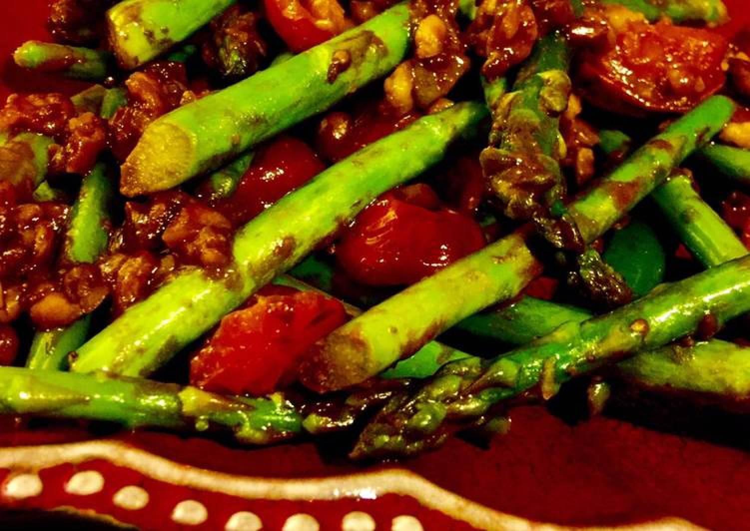 Asparagus in Spicy Peanut Dressing