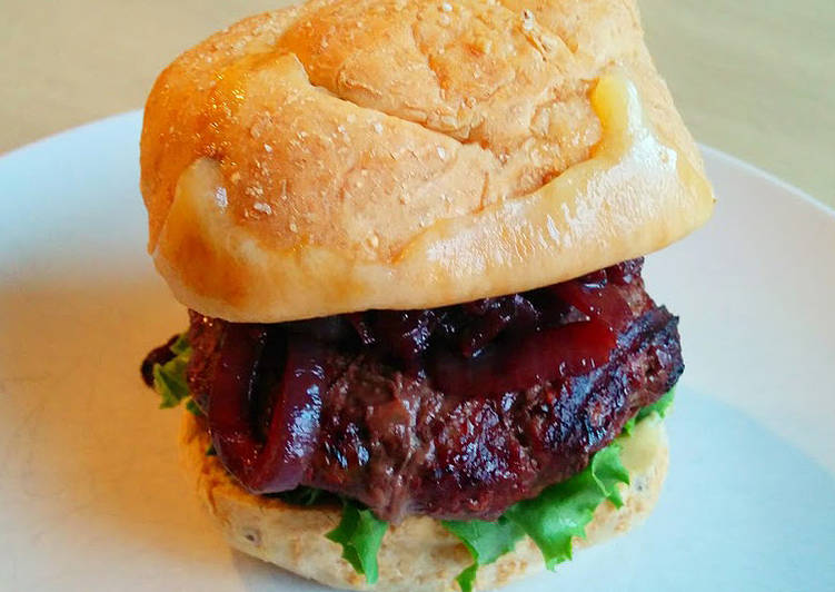 How to Prepare Speedy Bison Burgers with Cabernet Onions and Wisconsin Cheddar