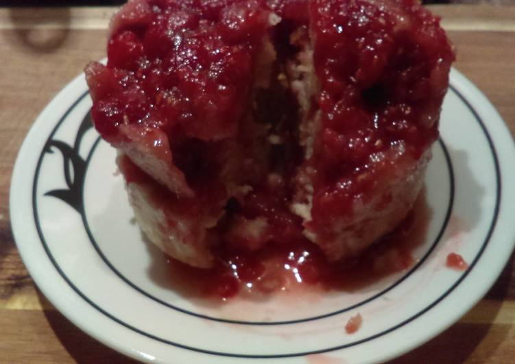 Raspberry mug cake