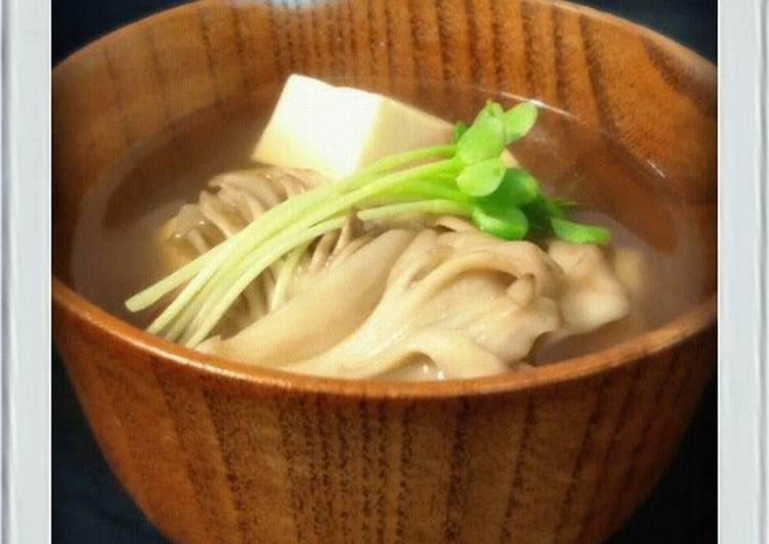 Low-Sugar: Easy Clear Broth with Tofu and Maitake Mushrooms