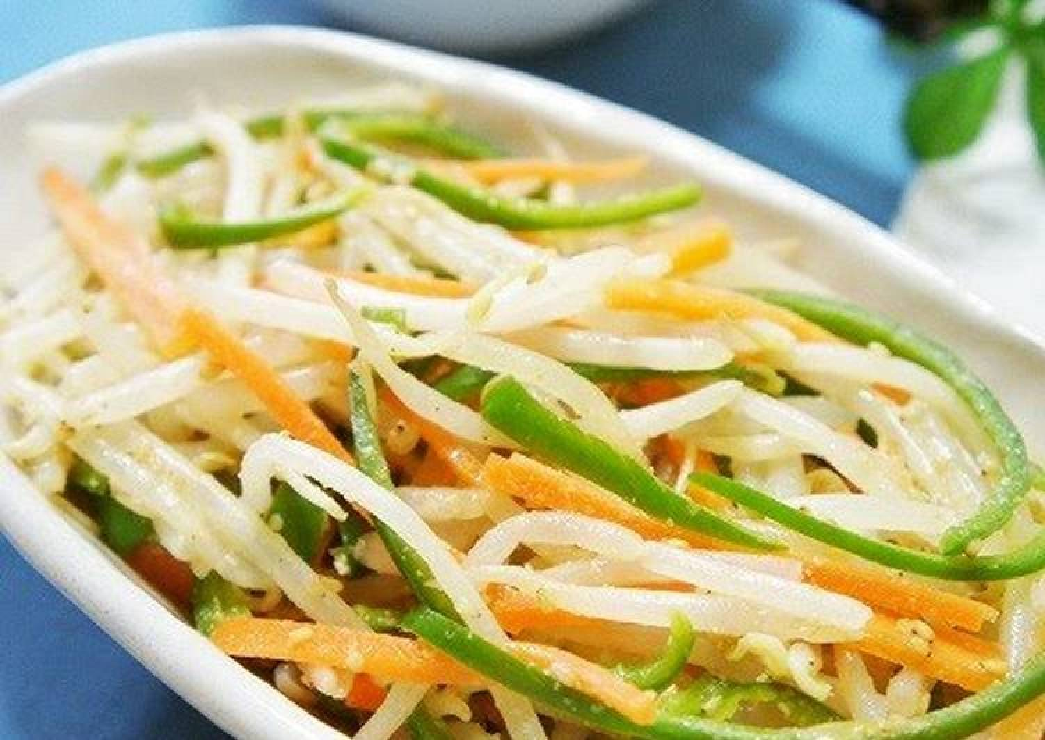 Bean Sprouts, Peppers, and Carrot Namul (Korean-Style Salad)