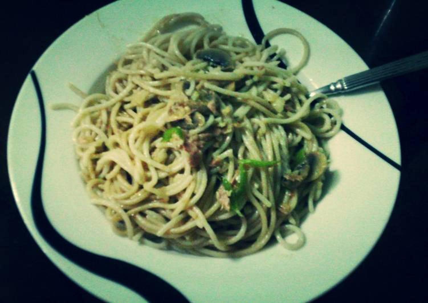 Spicy Tuna, mushroom and garlic pasta