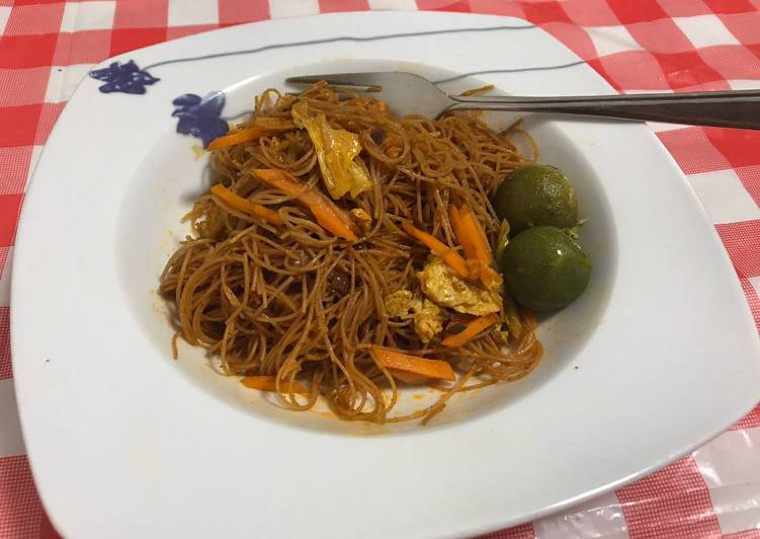 Stir fried curry noodles with lime (Bee Hoon Goreng)