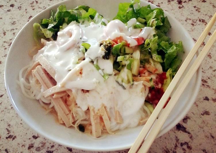 Vietnamese Noodle salad bun tam bi
