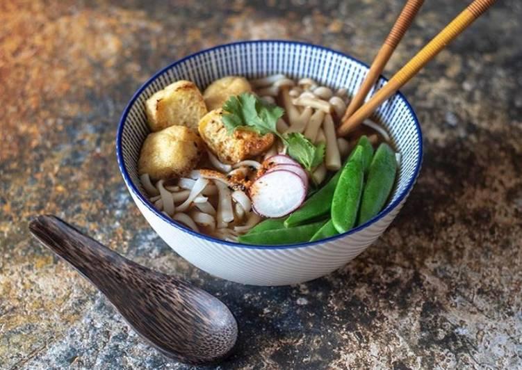 Crispy tofu and rice noodles ramen