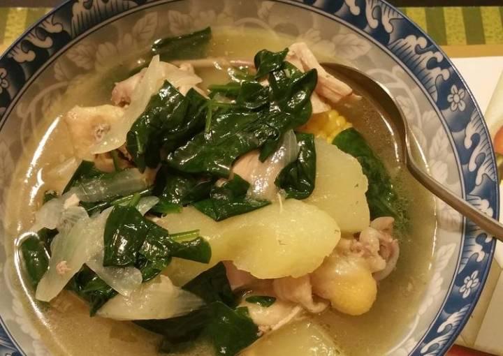 Tinolang Manok (Filipino Chicken soup in ginger and veggies)