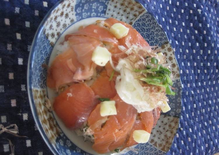 Delicious Cheese and Salmon Chirashizushi