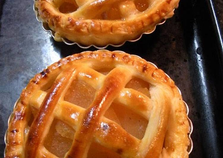 Apple Pie with Cream Cheese Custard