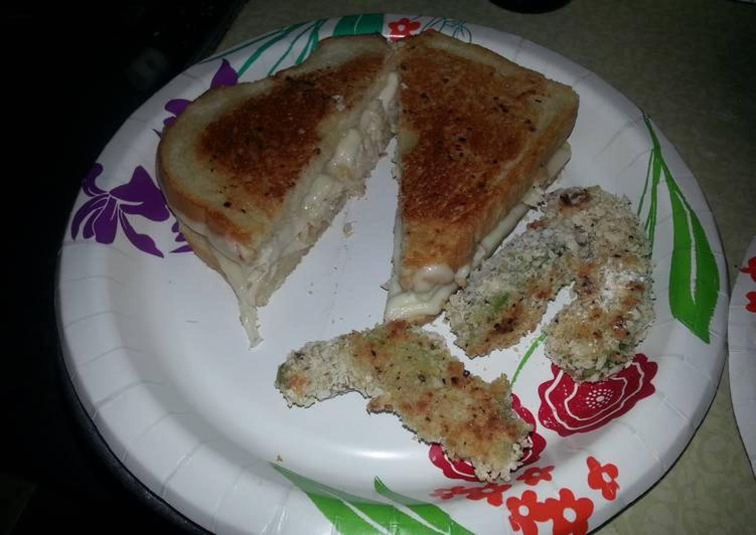 Grilled turkey and havarti sandwiches with garlic mayo