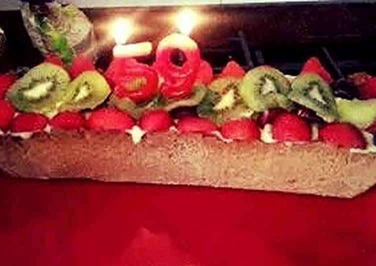 Creme brulee pie with fresh fruit