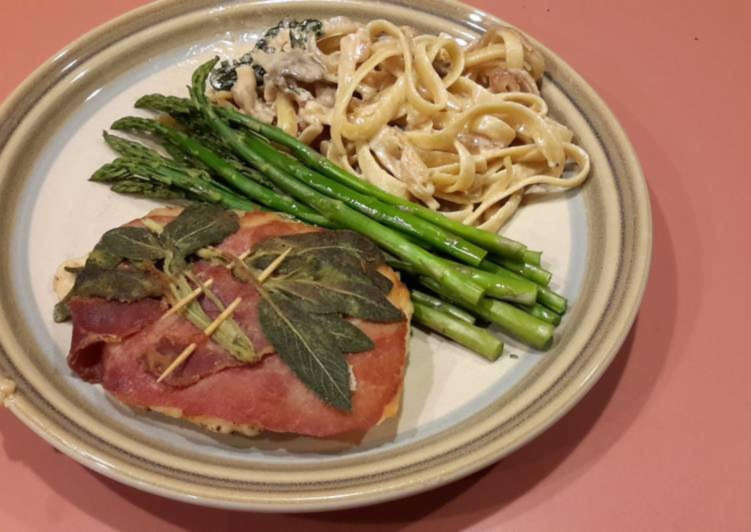 Saltimbocca w/Fettucine Alfredo & Asparagus