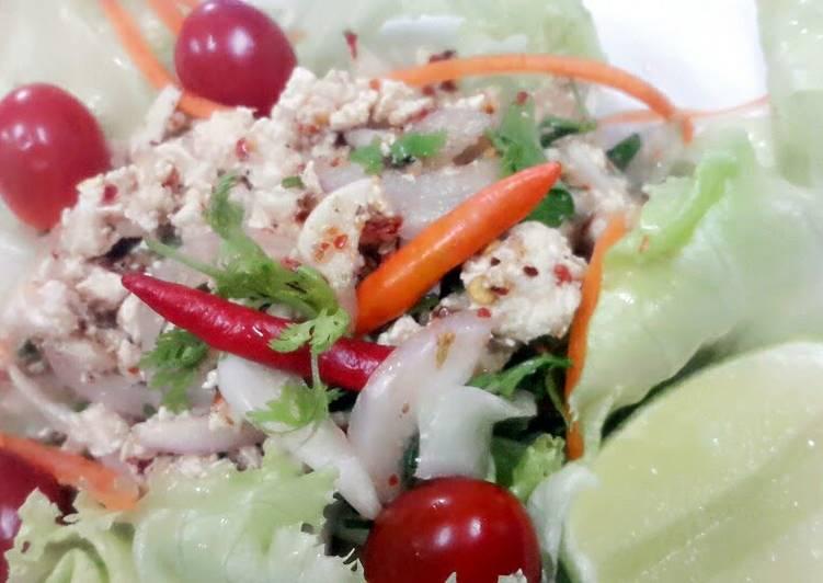 Larb Gai / Spicy Minced Chicken