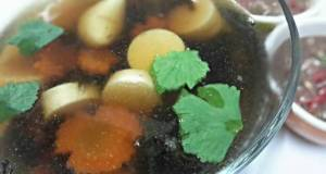 Seaweeds and tofu soup