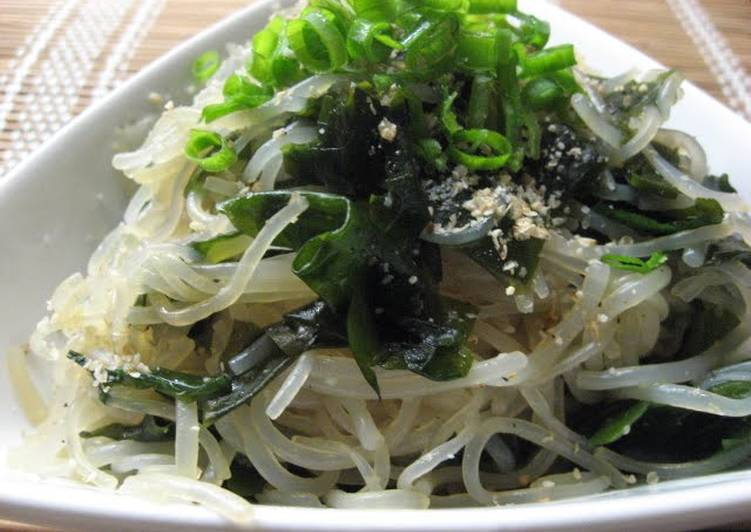 Shirataki Noodles and Wakame Seaweed with Garlic Ponzu Sauce