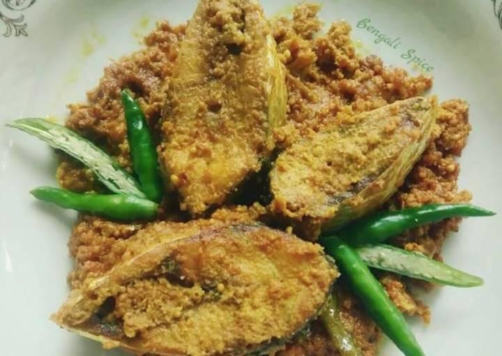 "Bengali ""Sorshe ilish""/ Hilsha Fish Curry with Mustard paste 🍲"