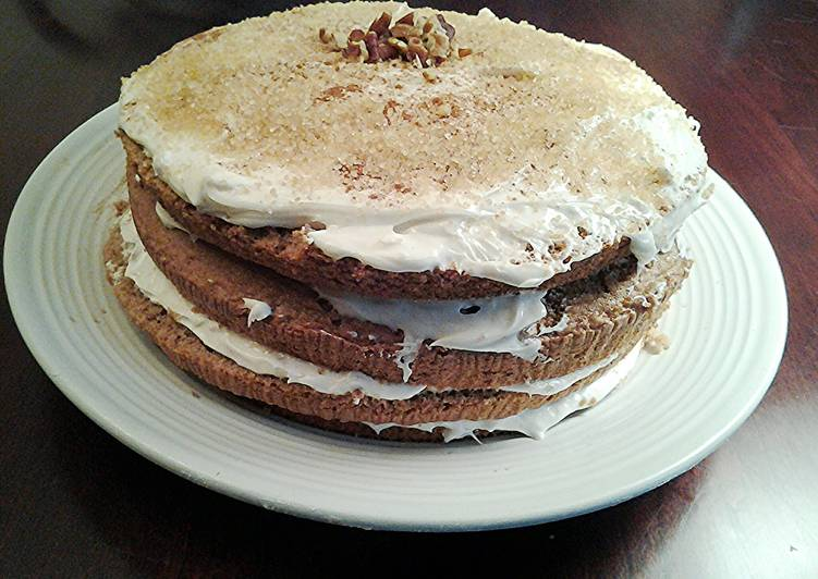 Spice Layer Cake with Vanilla Buttercream Cream Cheese Frosting