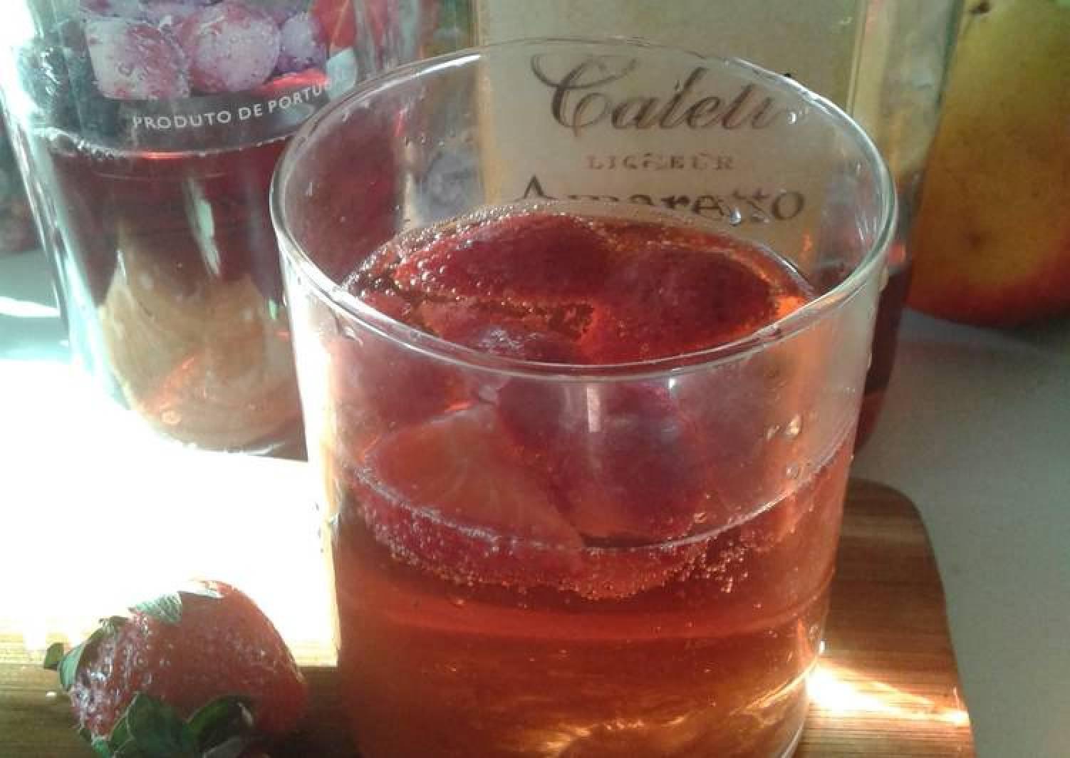 Strawberry Delight (with Rosé Wine and Amaretto)