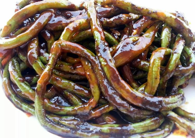 Yucky Earth Worm (VEGAN HOLLOWEEN 2013 ) Longbean In Spicy Black Pepper Sauce