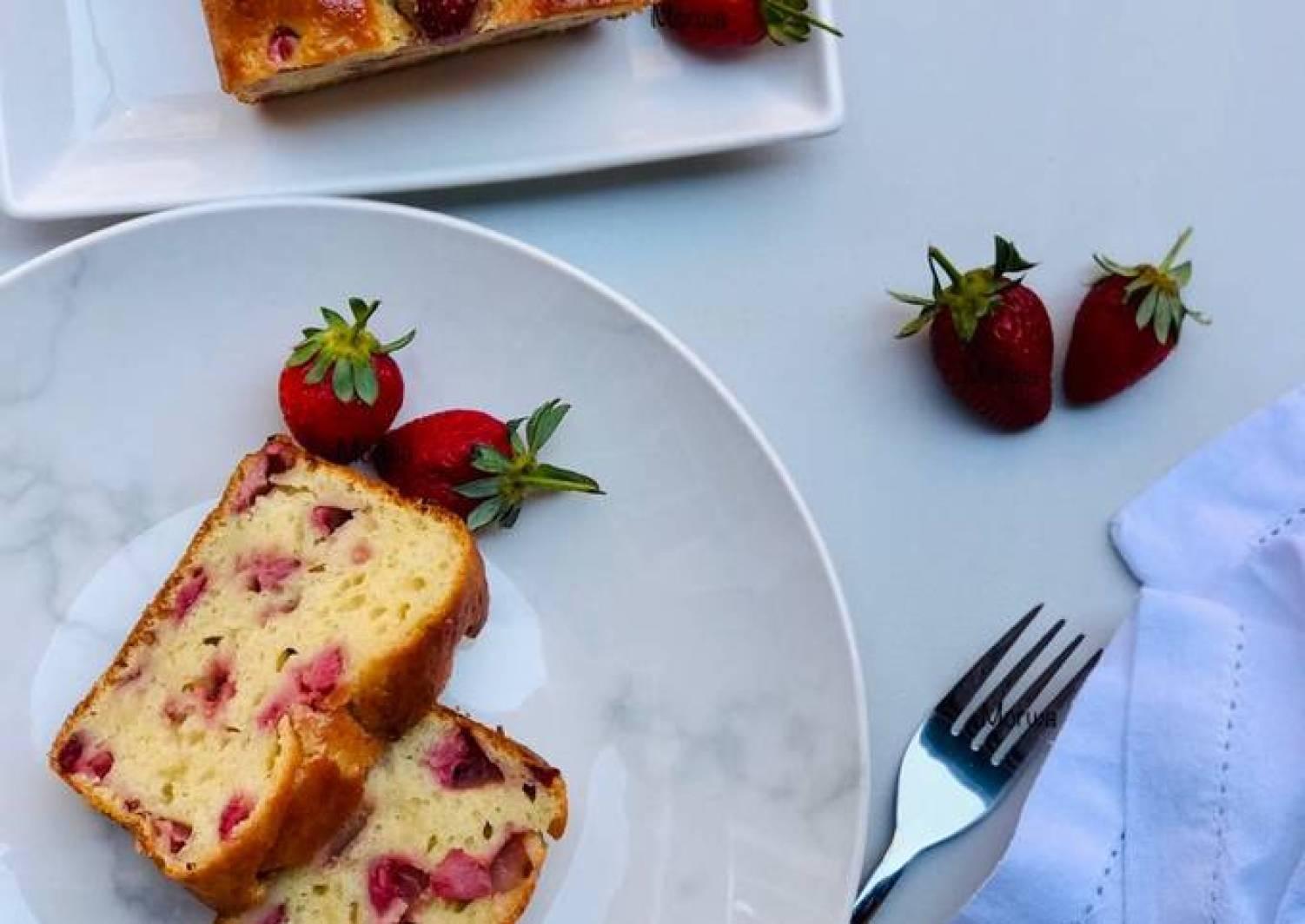 Strawberry loaf cake