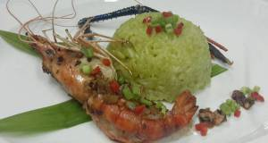 Thai Jasmine Rice Cooked with Aroma Pandan Leaves Serve with Garlic and Pepper Prawn