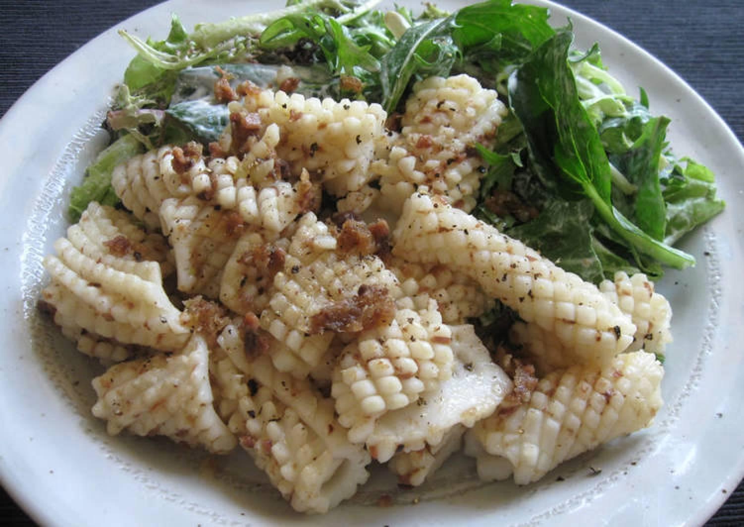 Stir-fried Squid with Garlic & Anchovy