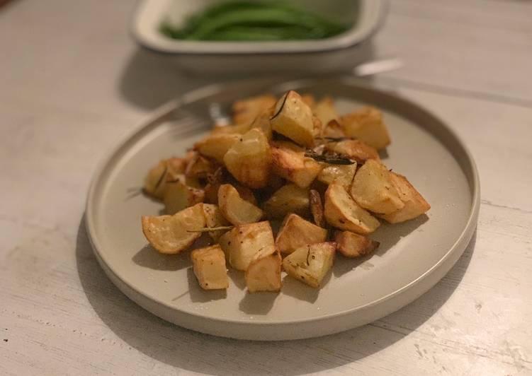 Rosemary and garlic roast potatoes