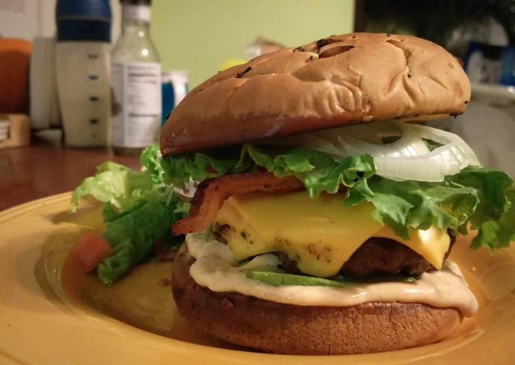 Spicy Bacon Avacado Cheeseburger
