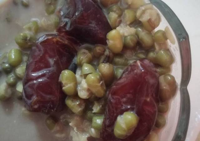 Sarapan Sehat : kacang hijau, kurma, susu