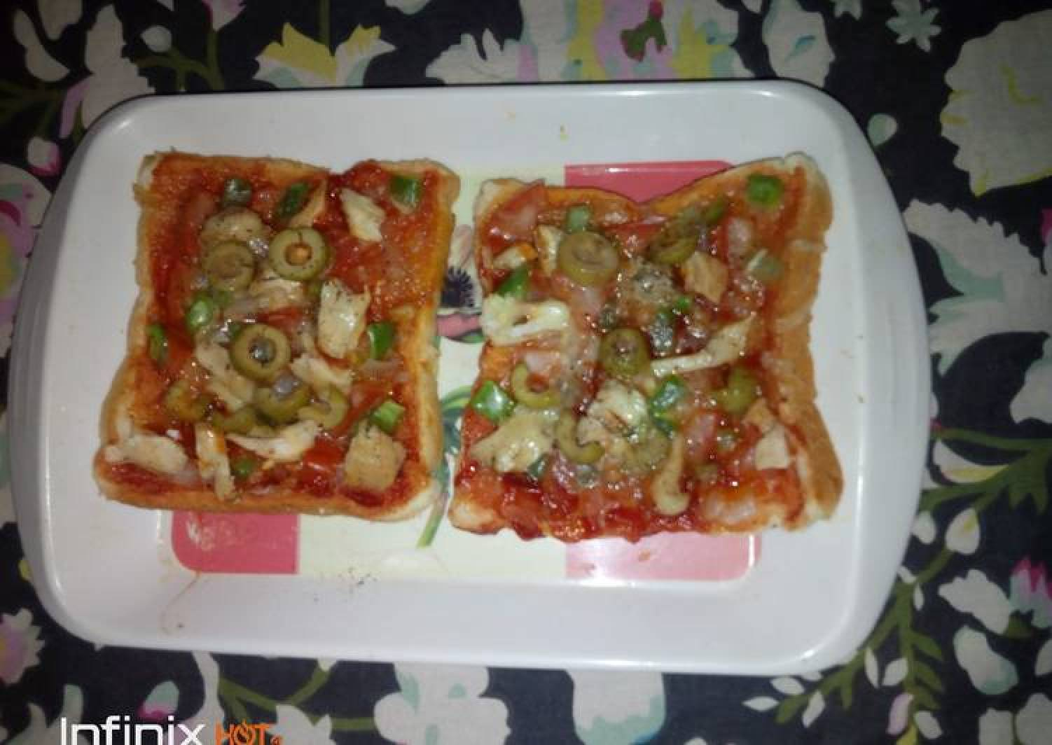 Microwave bread pizza
