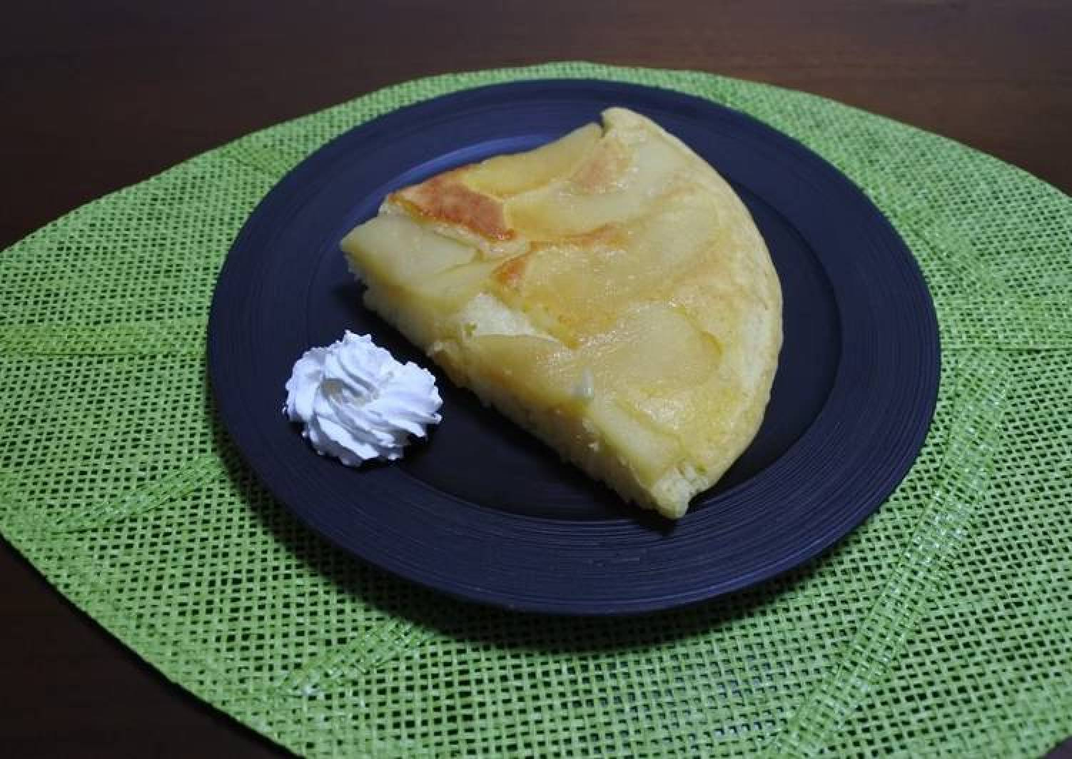 Easy Apple Cake with a fry pan