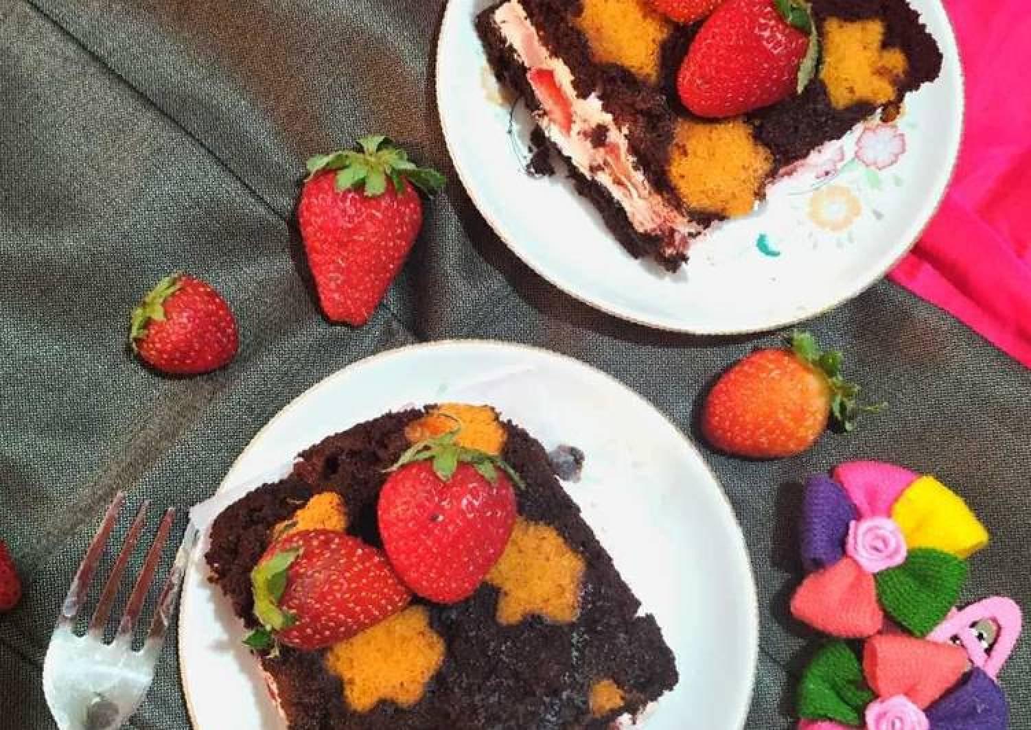 Star print strawberry chocolate sandwich cake
