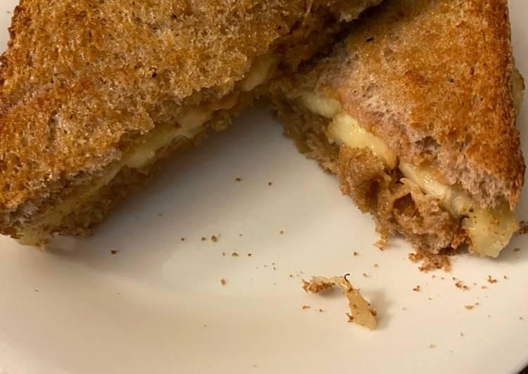 Grilled peanut butter & banana sandwich