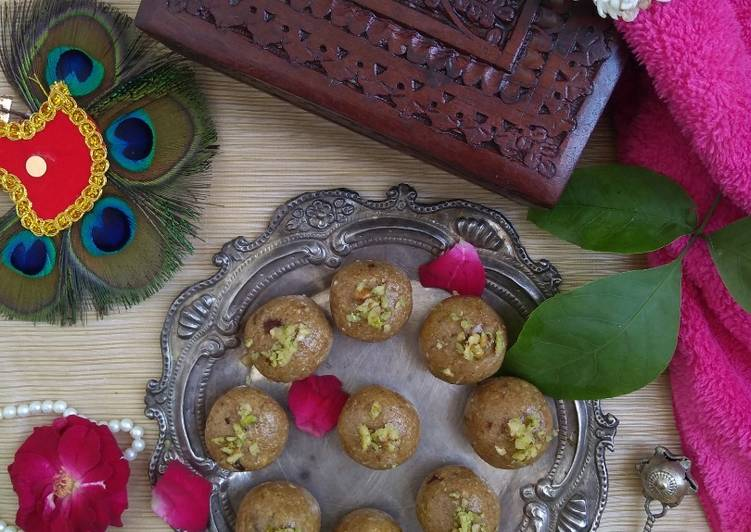 Oats and Dry Fruit Ladoos