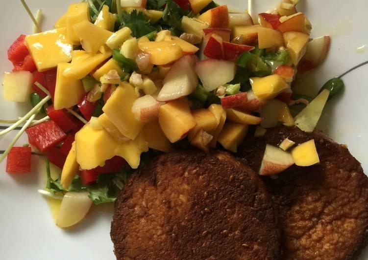 Jalapeño, mango salad with tofu patties