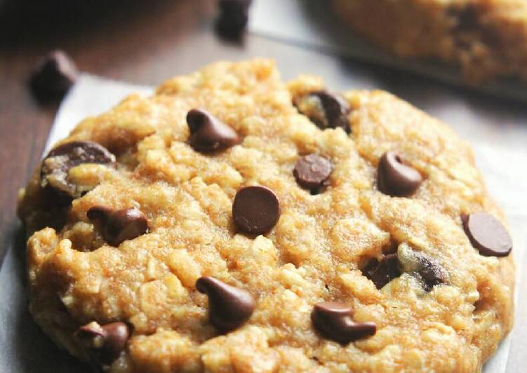 peanut butter cocolate chip oatmeal cookies.