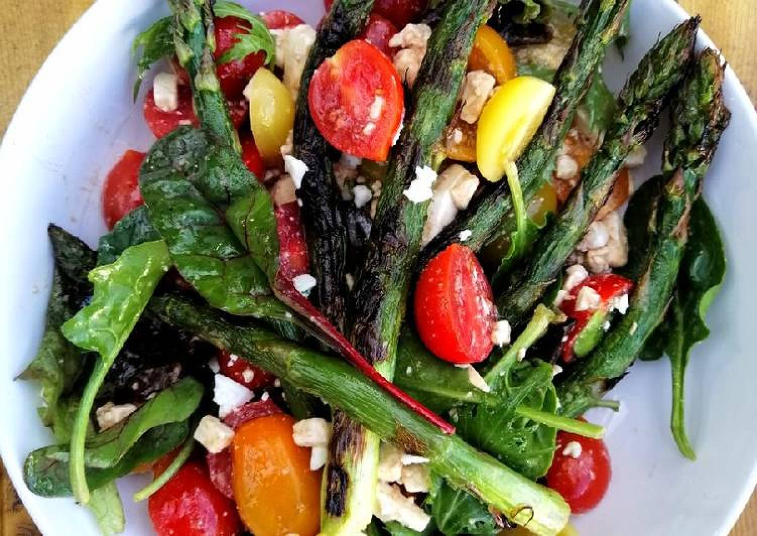 Grilled asparagus, tomato and feta salad