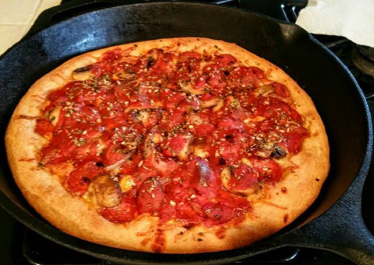 How to Make Quick Homemade Deep Dish Chicago style Deluxe Beer Pizza !