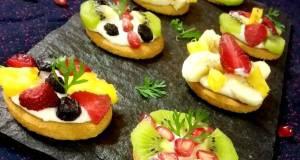 Biscuit mini fruit pizza