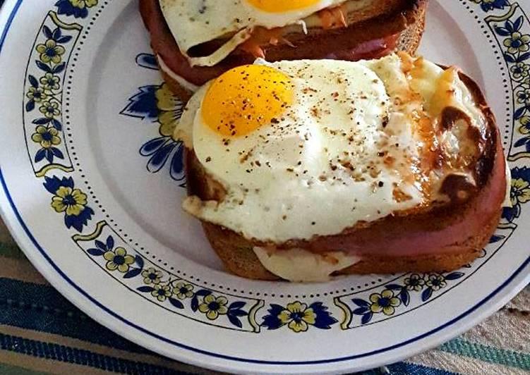 Ham and cheese gruyere croque madame