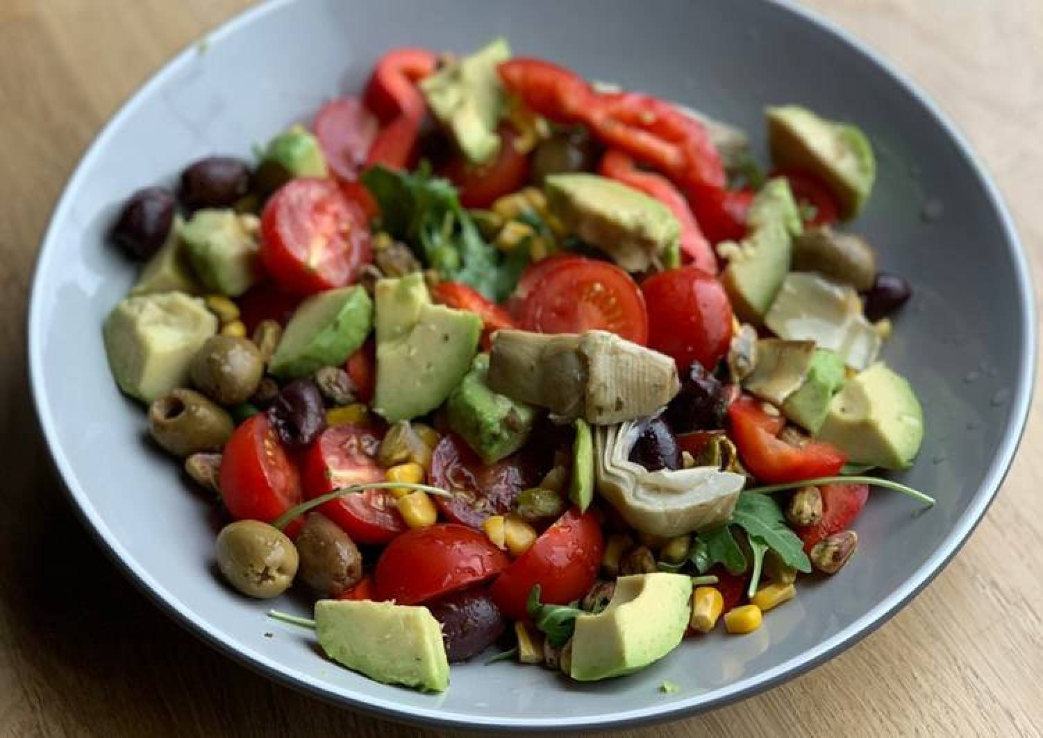Avocado and rocket salad