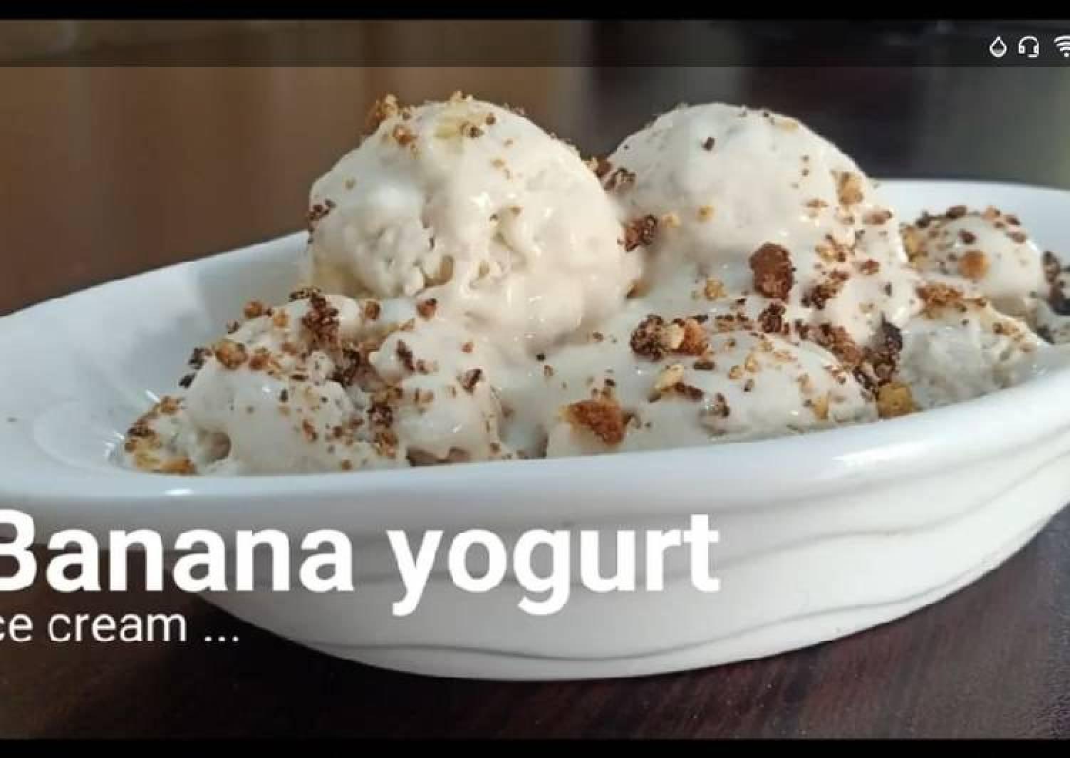 Banana yoghurt ice cream