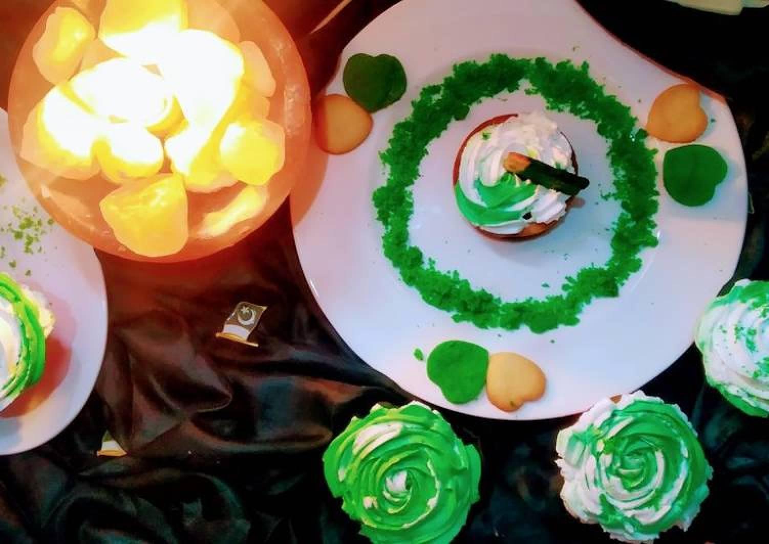 Pakistan theme cupcakes
