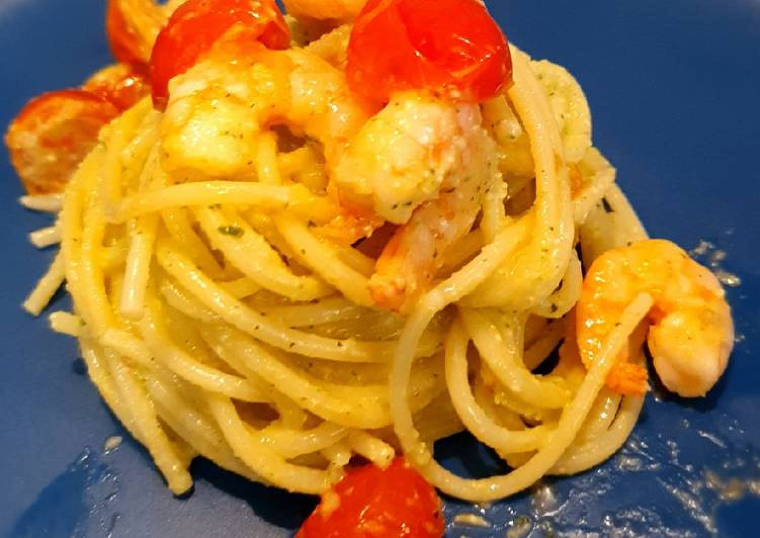 Spaghetti with prawn, tomatoes and courgette pesto