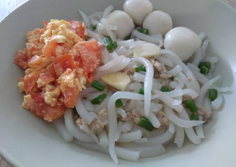Short Rice Noodles Bee Tai Bak w Tomato Scrambled Egg