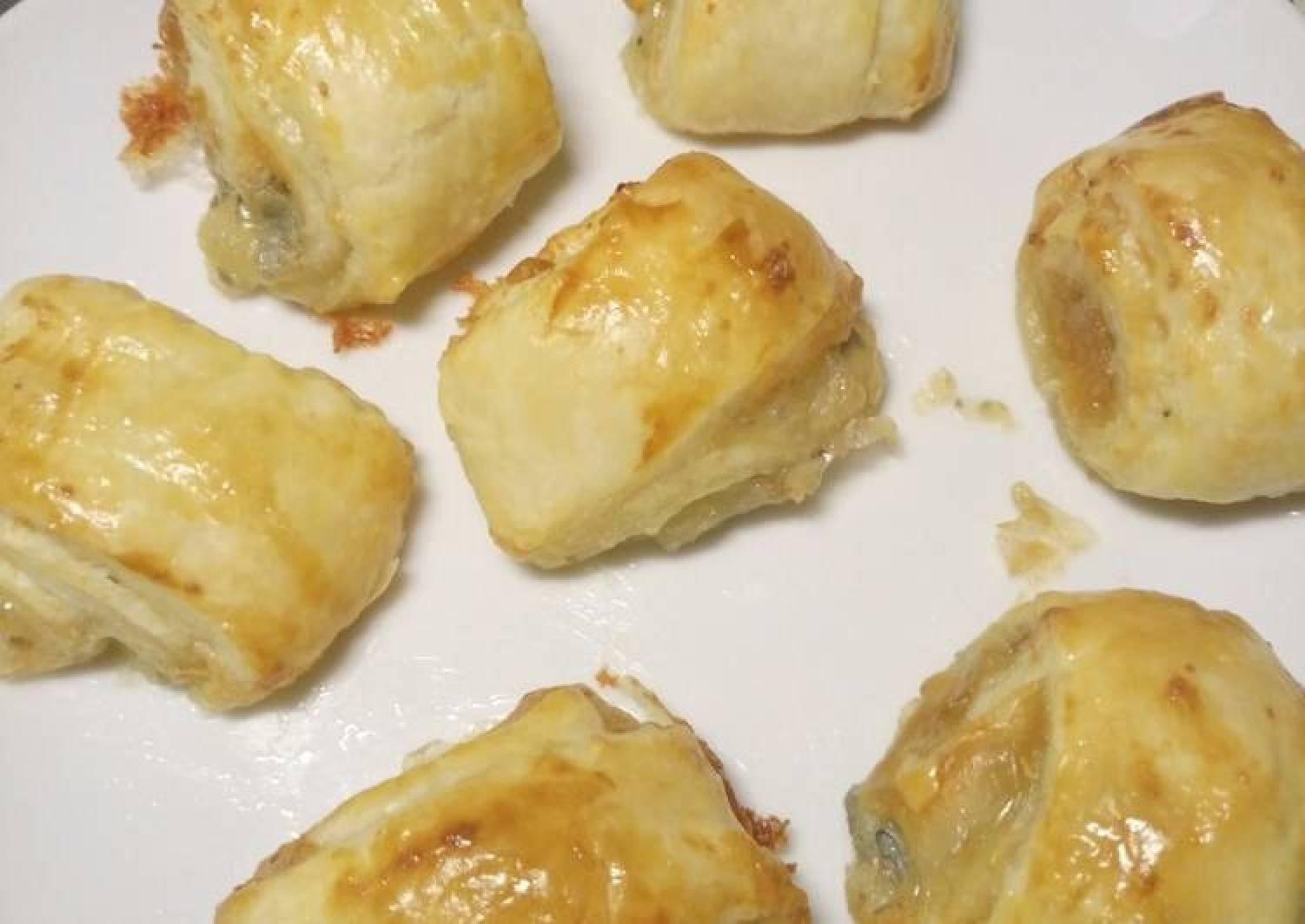 Cheesy pastry bites