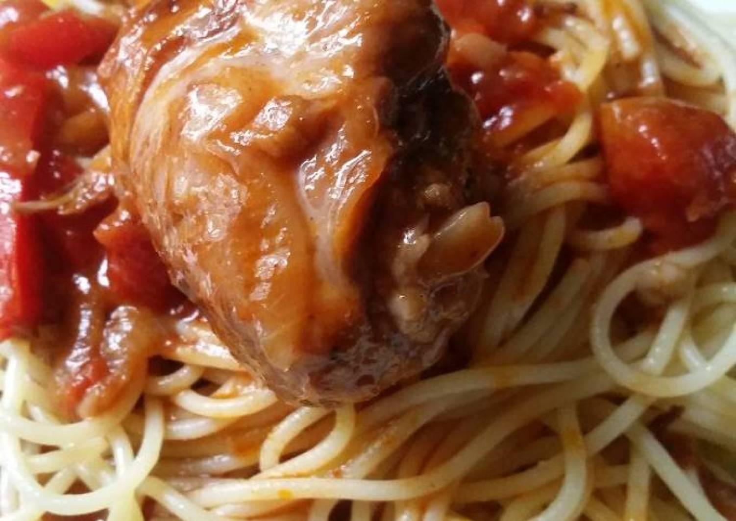 Spaghetti mit Hähnchen-Tomaten-Paprikasauce