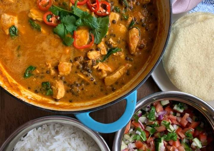 Chicken, spinach & brown lentil coconut curry