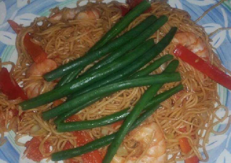 Ginger and spring onion tiger prawn noodle with green beans