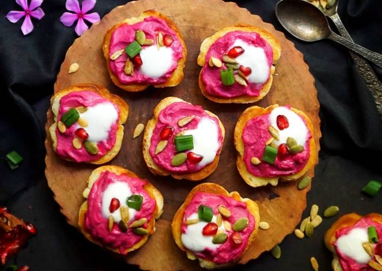 Beetroot Hummus Crostini