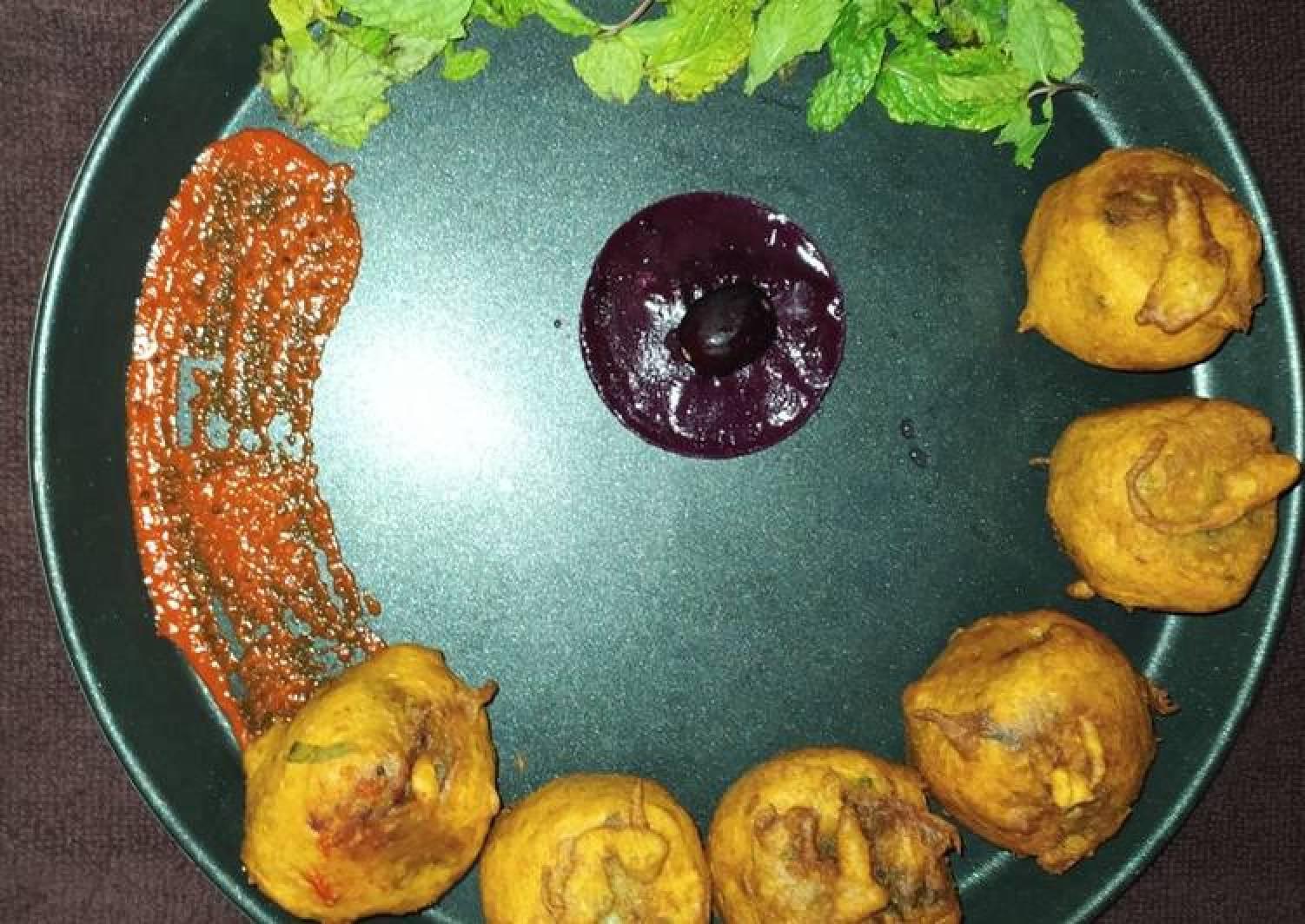 Mint Aloo Vada with Jamun chutney